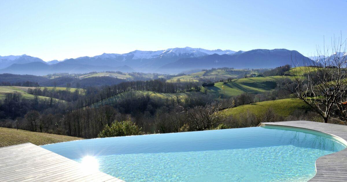Design piscine debordement mer saint etienne 37 for Piscine 37