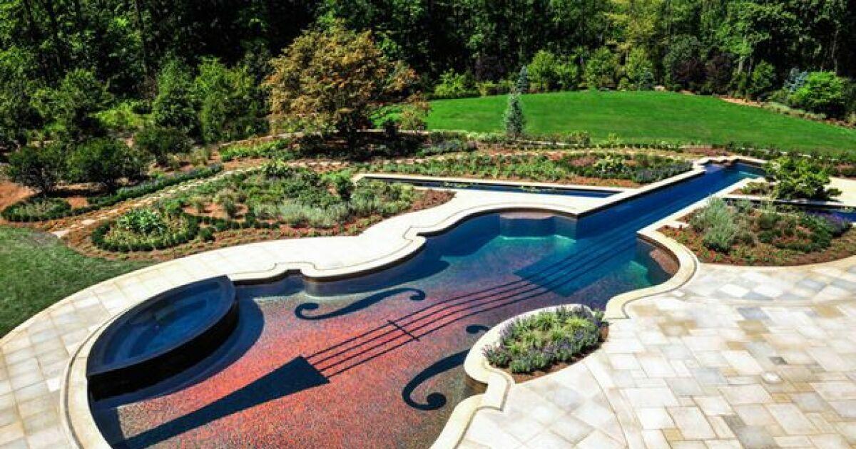 piscines originales piscine en forme de violon cipriano landscape design photo 2. Black Bedroom Furniture Sets. Home Design Ideas
