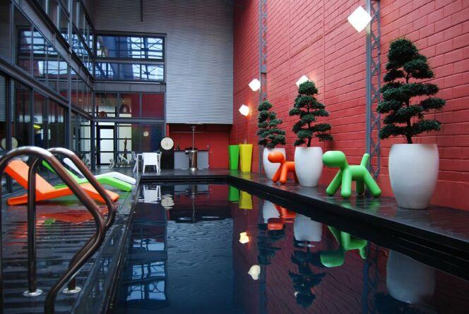 """La piscine en inox est facile à entretenir.<span class=""""normal italic petit"""">© L'Esprit piscine</span>"""