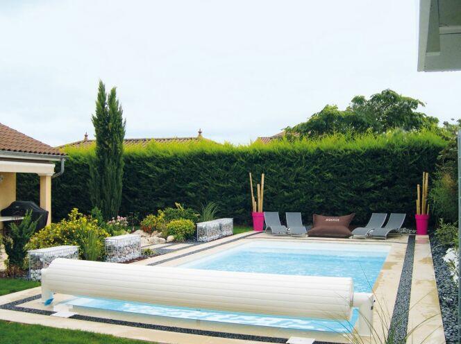 piscine en kit les diff rents mat riaux. Black Bedroom Furniture Sets. Home Design Ideas