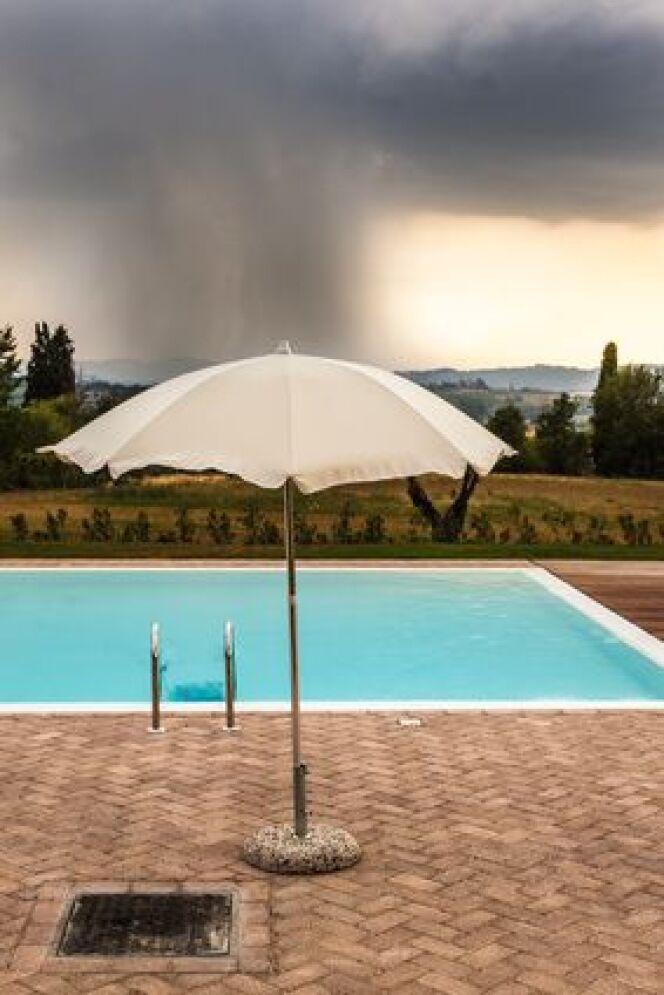 En cas d'orage mieux vaut éviter d'utiliser sa piscine.