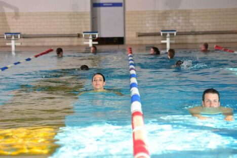 "Bassin sportif de 25 mètres à Europabad à Karlsruhe<span class=""normal italic petit"">DR</span>"