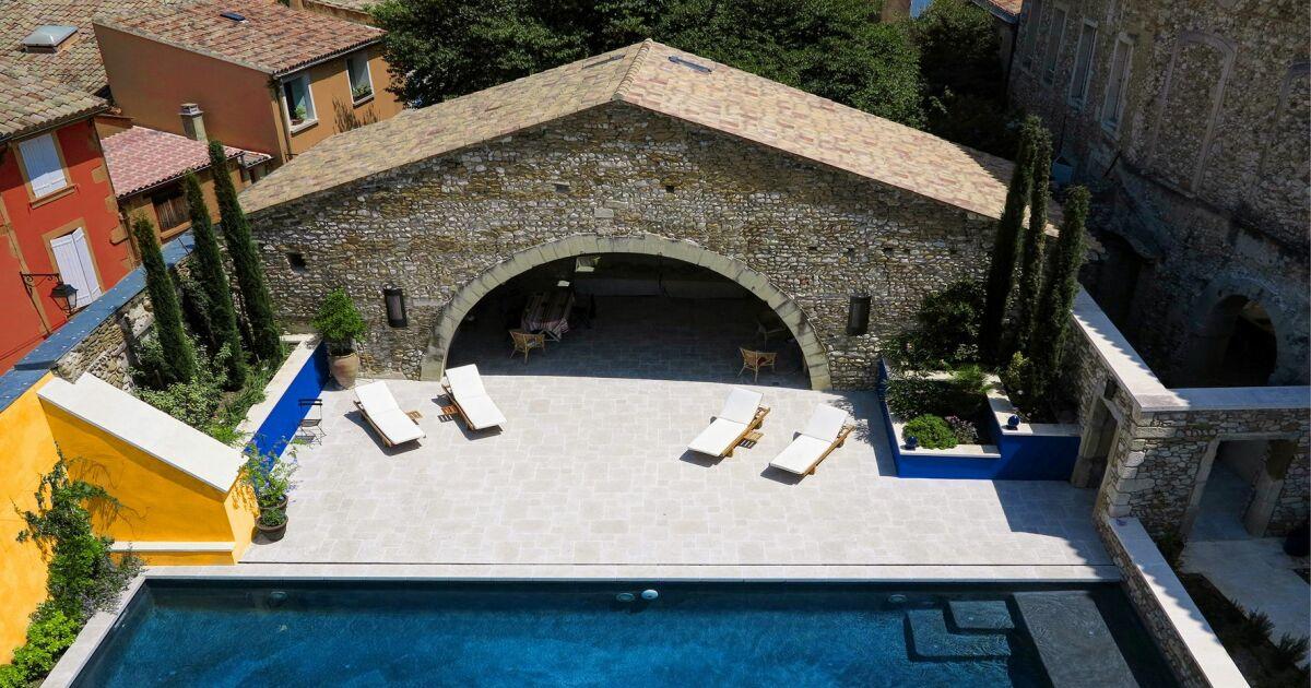 les 27 piscines prim es aux troph es de la piscine 2015 piscine familiale rectangulaire. Black Bedroom Furniture Sets. Home Design Ideas