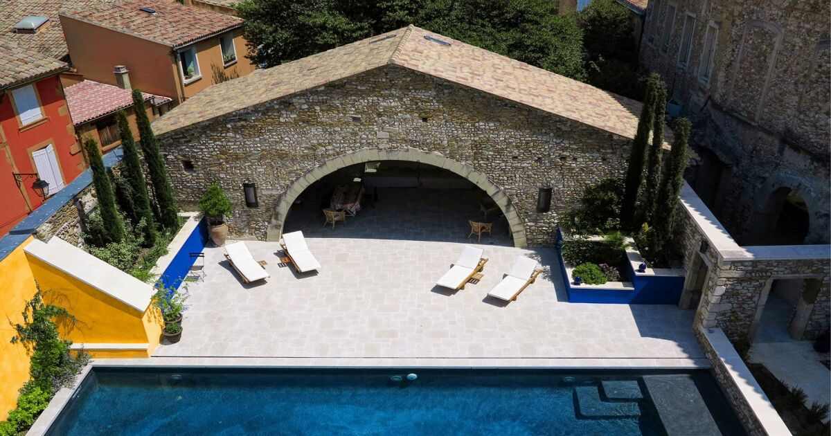 Les 27 piscines prim es aux troph es de la piscine 2015 for Taille standard piscine rectangulaire