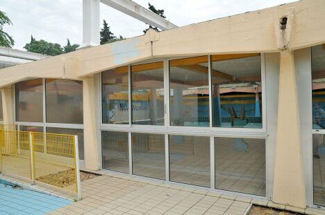 """L'entrée de la piscine Fenouillet à Nîmes<span class=""""normal italic petit"""">© dominique MARCK</span>"""