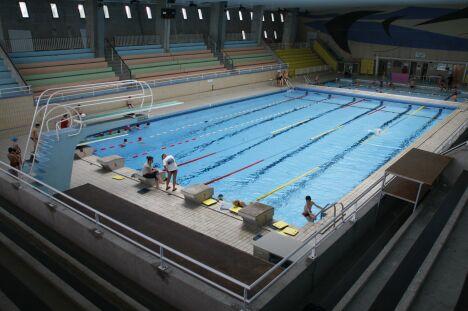"""La piscine Foch à Brest et son bassin de 25m.<span class=""""normal italic petit"""">DR</span>"""