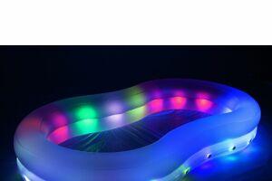 Piscine gonflable et lumineuse, par Bestway