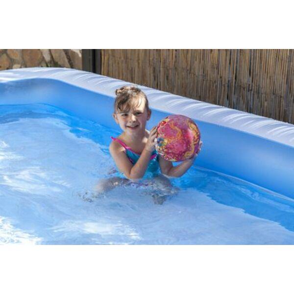 Une piscine gonflable rectangulaire : facile à installer pour se ...