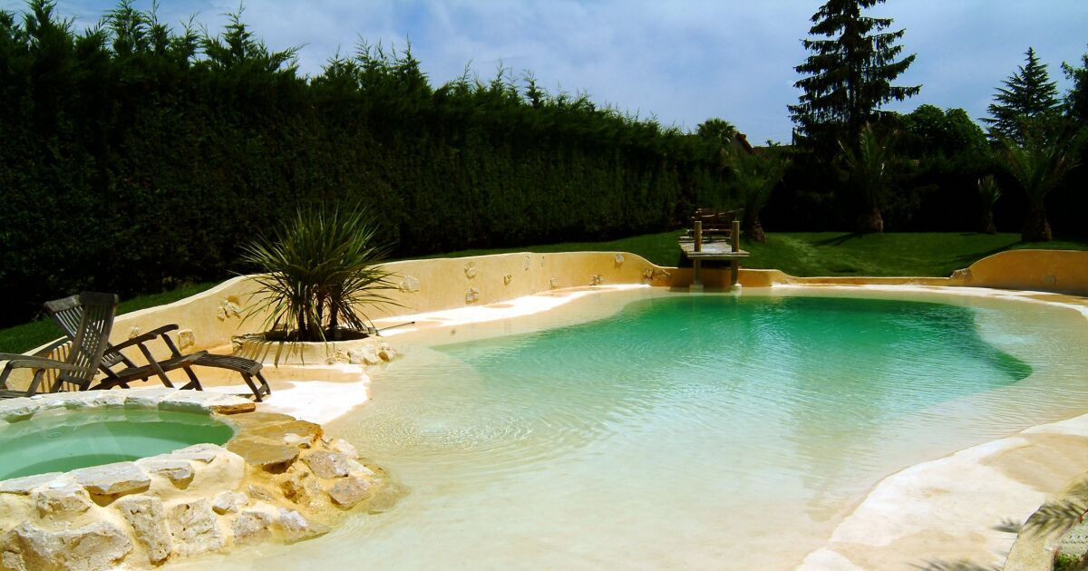 Aquarelle piscines spas piscine haute couture for Guide piscine