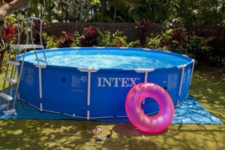 "La piscine hors sol tubulaire<span class=""normal italic petit"">© Intex</span>"