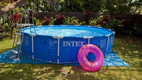 La piscine tubulaire une piscine hors sol vendue en kit for Piscine en dur hors sol