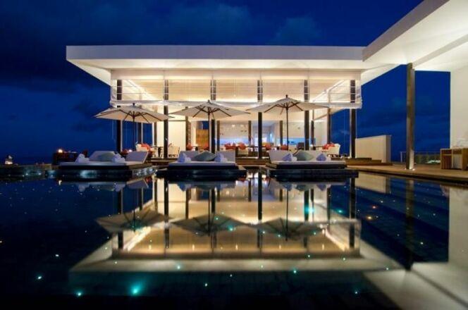 Piscine illuminée de petites étoiles au resort Jumeirah Dhevanafushi, Maldives© Jumeirah Dhevanafushi's Star-Lit Pool