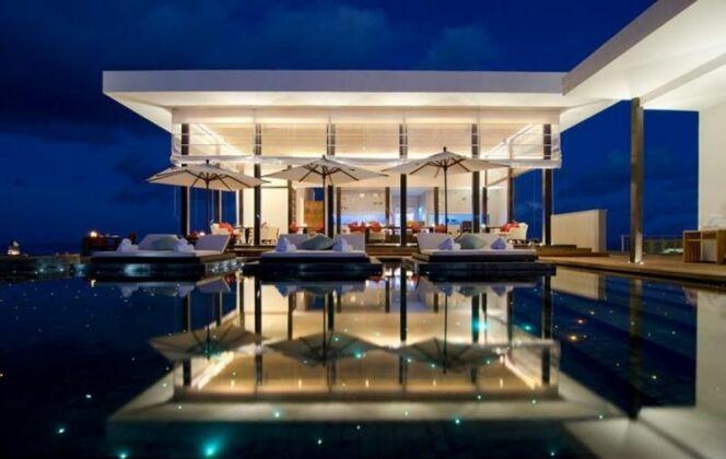 Piscine illuminée de petites étoiles au resort Jumeirah Dhevanafushi, Maldives © Jumeirah Dhevanafushi's Star-Lit Pool