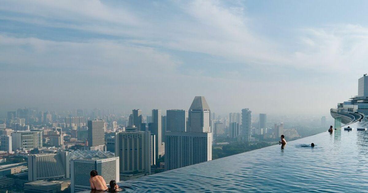 La piscine infinie ou infinity pool une piscine qui for Hotel singapour piscine