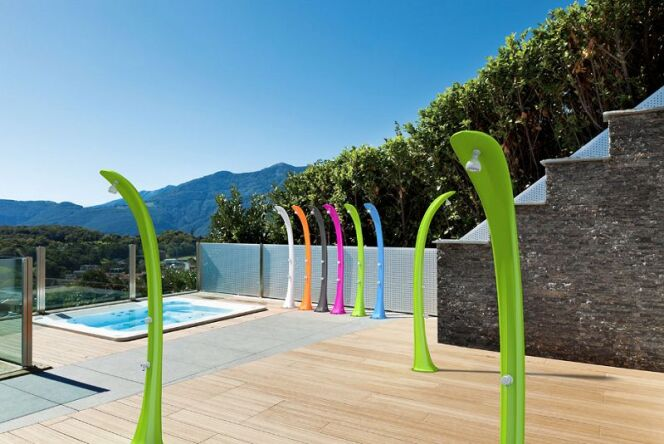 "Piscine Innovations : Poolstar s'illustre avec sa douche solaire Cobra<span class=""normal italic petit"">© Poolstar - Piscine Global</span>"