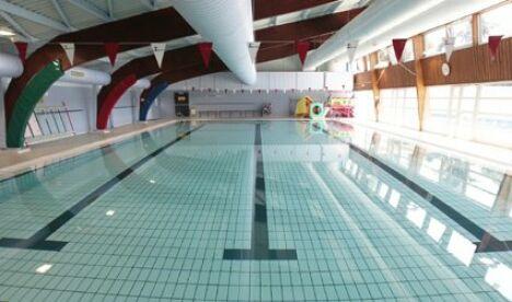 """Piscine à Le Loroux Bottereau : le bassin intérieur<span class=""""normal italic petit"""">DR</span>"""
