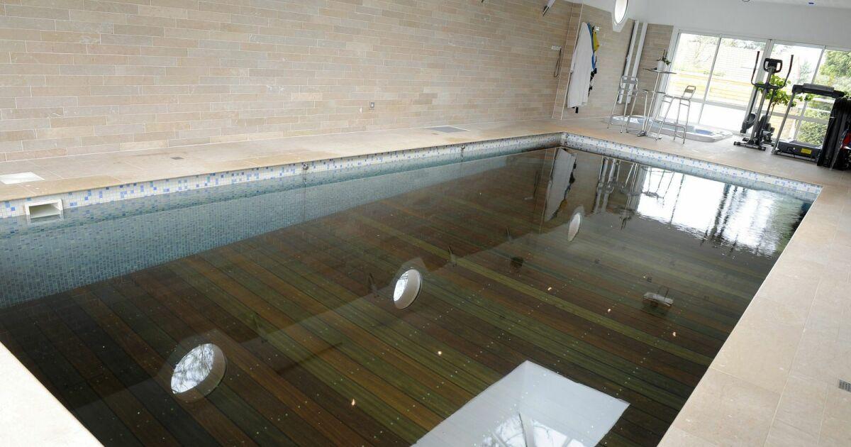 Piscine int rieure fond mobile piscines de france for Cout entretien piscine interieure