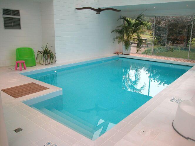 Les plus belles photos de piscines int rieures avec baie for Taille standard piscine rectangulaire