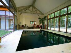 Photos de piscines intérieures avec baie vitrée