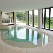 Produit une piscine int rieure pour se baigner toute l for Piscine miroir cout
