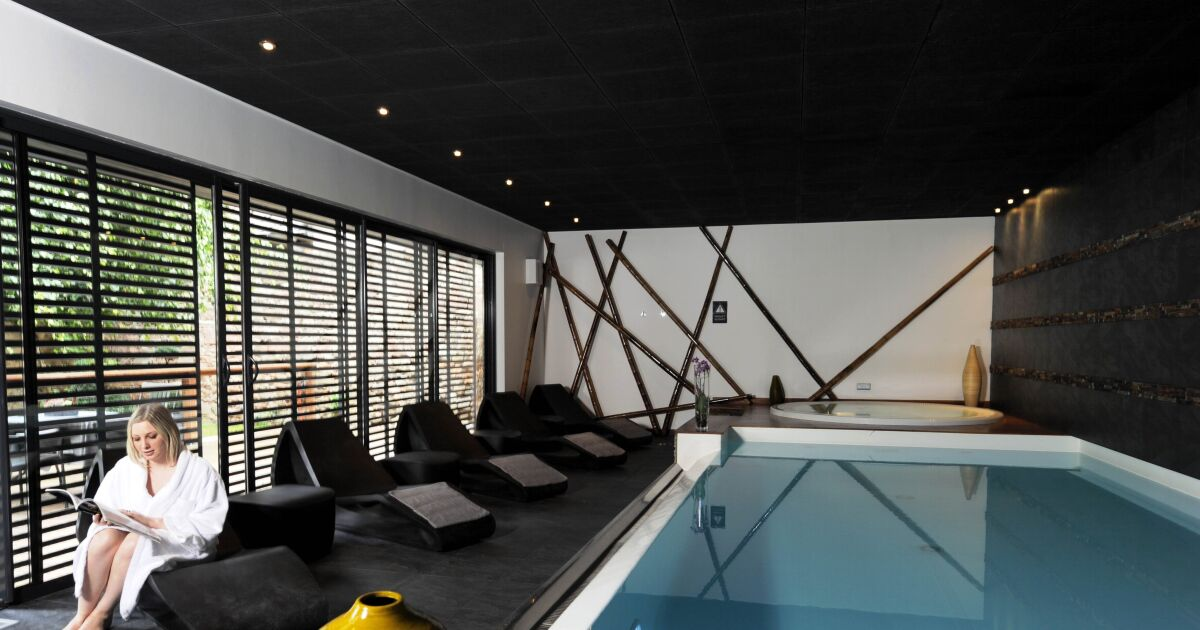 reportage photos piscines bien tre allier sport et d tente la piscine int rieure par l. Black Bedroom Furniture Sets. Home Design Ideas