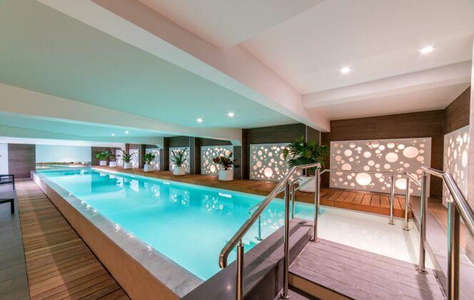 Piscine intérieure couloir de nage Diffazur Piscines © Diffazur Piscines