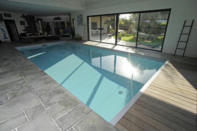 les plus belles photos de piscines int rieures avec baie vitr e piscine int rieure. Black Bedroom Furniture Sets. Home Design Ideas