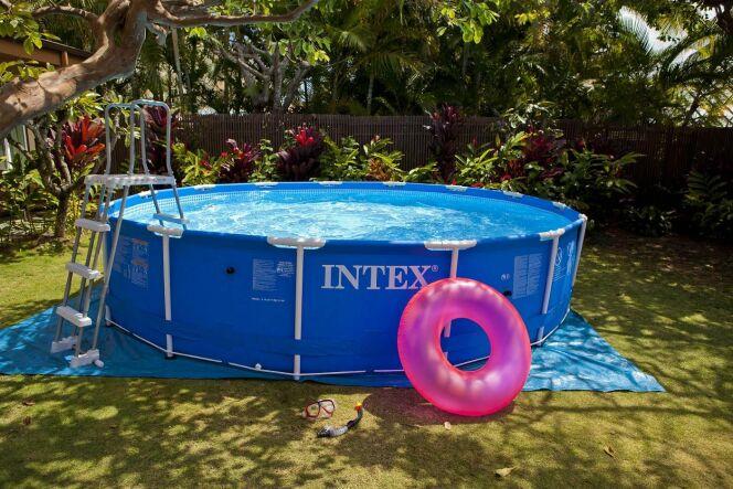 """La piscine Intex tubulaire est une solution peu coûteuse pour profiter de la baignade dans son jardin.<span class=""""normal italic petit"""">© Intex</span>"""