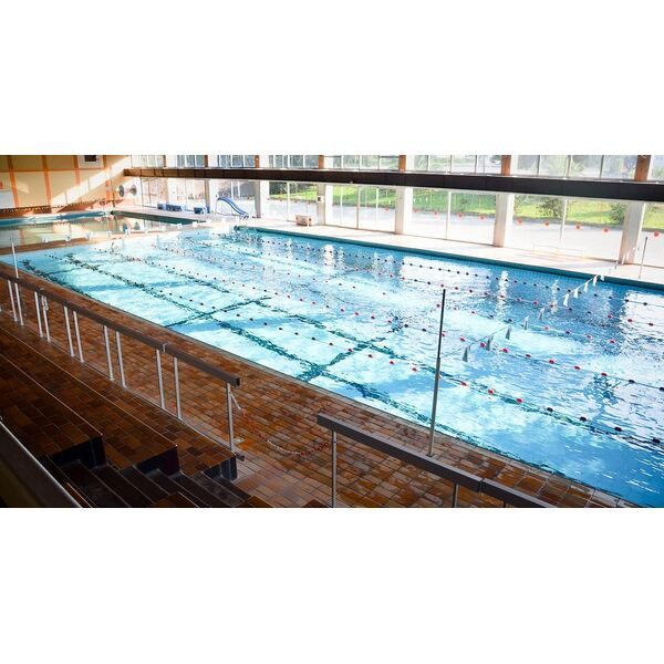 Guide des piscines elegant piscine municipale gareoult for Piscine auray horaires