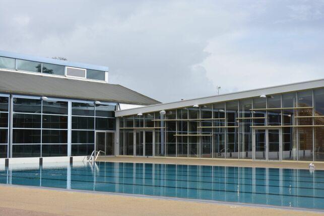 Bassin sportif extérieur + murs rideaux