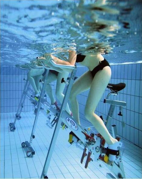 """Piscine La Bull'Aquatic à Chateauneuf de Gadagne : les cours d'aquabiking<span class=""""normal italic petit"""">DR</span>"""
