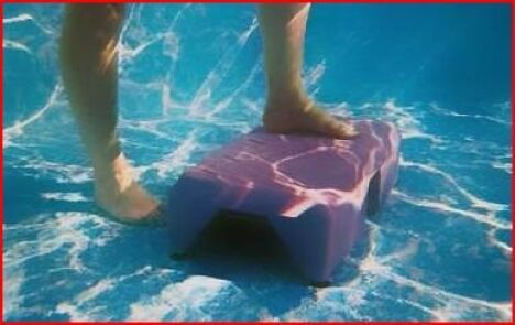 Une séance d'aqua-step à la piscine La Bull'Aquatic à Chateauneuf de Gadagne