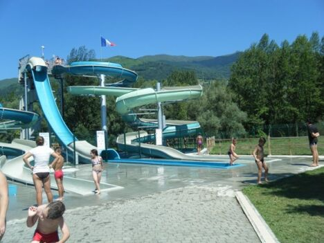 Les toboggans de la piscine à Lau Balagnas