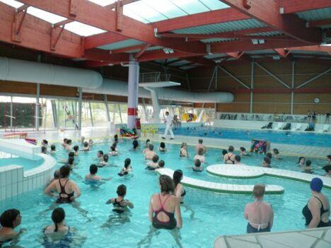 """La piscine à Aigle dispense des cours collectifs.<span class=""""normal italic petit"""">© CdC Pays de L'Aigle</span>"""