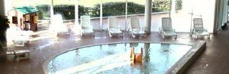 """Les transats et la pataugeoire de la piscine Le Dôme à Laon<span class=""""normal italic petit"""">DR</span>"""