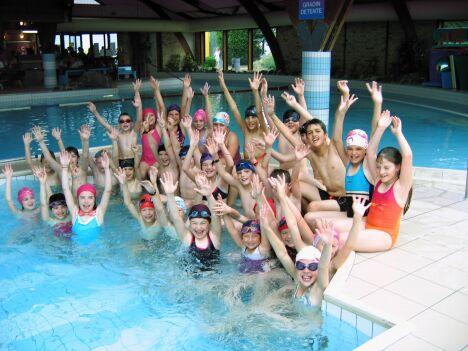 Les cours de natation à la piscine de Barlin
