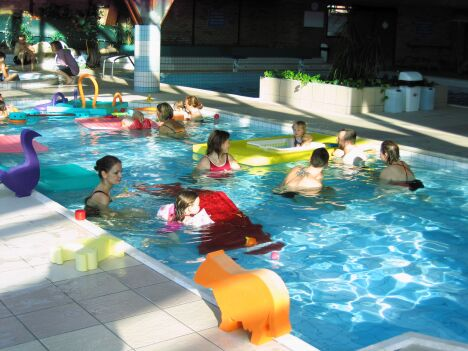 """Le Nautilud à Barlin organise des cours de bébé nageurs<span class=""""normal italic petit"""">DR</span>"""