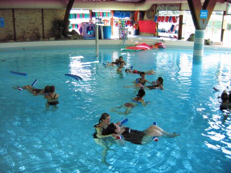 """Les séances de préparation à la naissance, pour les femmes enceintes, à la piscine Le Nautilud à Barlin<span class=""""normal italic petit"""">DR</span>"""