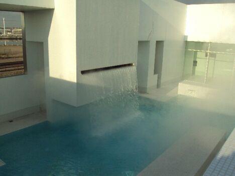 """Des jets d'eau, pour un massage tout en douceur au piscine les Bains des Docks au Havre<span class=""""normal italic petit"""">DR</span>"""