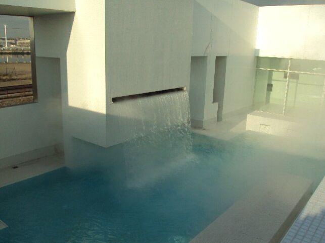 Des jets d'eau, pour un massage tout en douceur au piscine les Bains des Docks au Havre