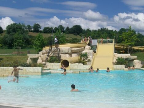 """Les toboggans de la piscine Lud'o Parc à Nerac <span class=""""normal italic petit"""">© Cathy Montaut - La Depeche</span>"""