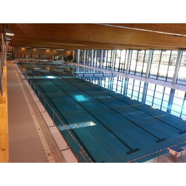 Centre nautique lyon saint fons piscine de venissieux for Piscine saintes