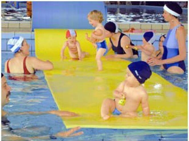 Bébés nageurs à la piscine Mallarmé à Besançon