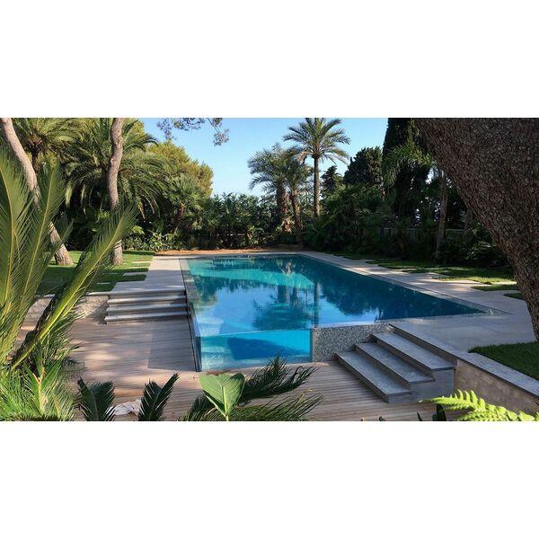 piscine miroir aux parois vitr es l 39 esprit piscine piscine enterr e l 39 esprit piscine. Black Bedroom Furniture Sets. Home Design Ideas