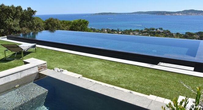 photos de piscines miroir piscine miroir carr bleu photo 3. Black Bedroom Furniture Sets. Home Design Ideas