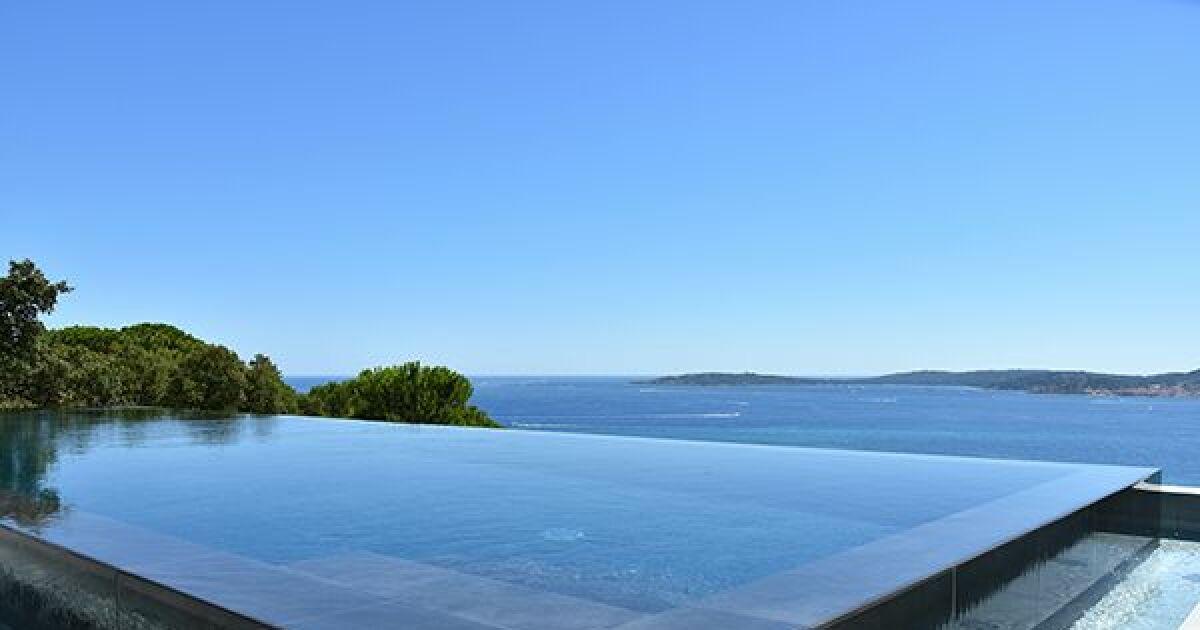 piscine miroir carr bleu piscine enterr e piscines carr bleu. Black Bedroom Furniture Sets. Home Design Ideas