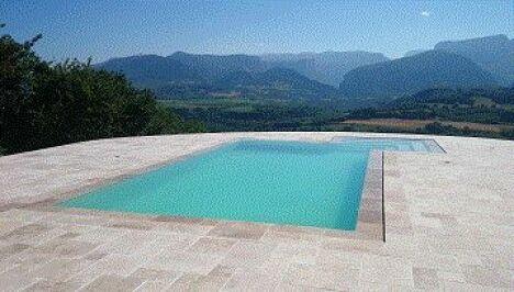 "piscine miroir margelles immergées Travertin<span class=""normal italic petit"">DR</span>"