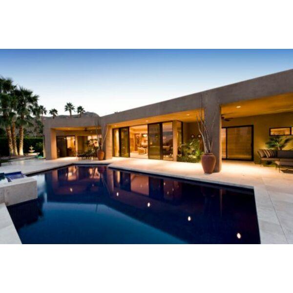 La piscine miroir un effet saisissant sur votre terrasse for Prix d une piscine miroir