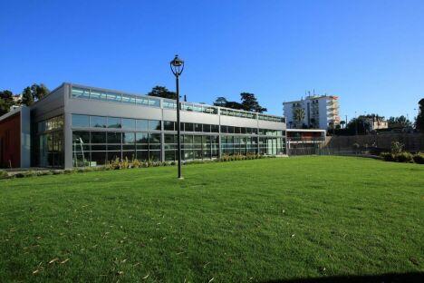 Le bâtiment de la piscine Montfleury à Cannes