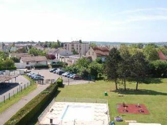 La piscine de plein air à Genlis